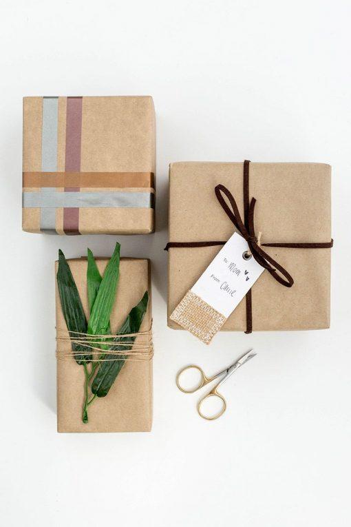 Sử dụng giấy nâu gói quà chưa bao giờ lỗi thời