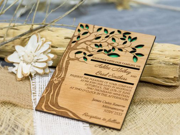 Thiệp cưới bằng chất liệu gỗ vô cùng độc đáo