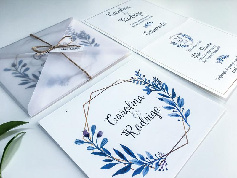 Thiệp cưới với phong bì bằng nhựa lạ mắt