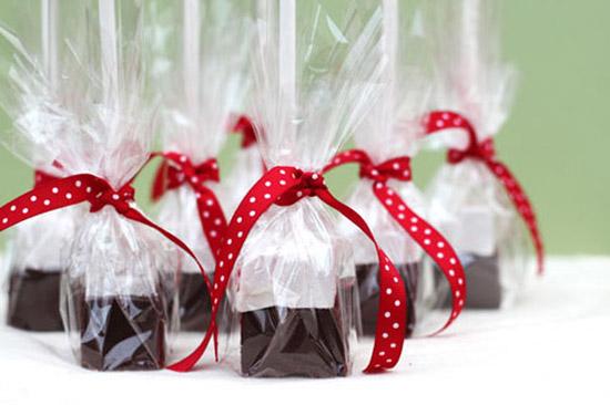 Cách gói quà bằng giấy gói quà trong suốt