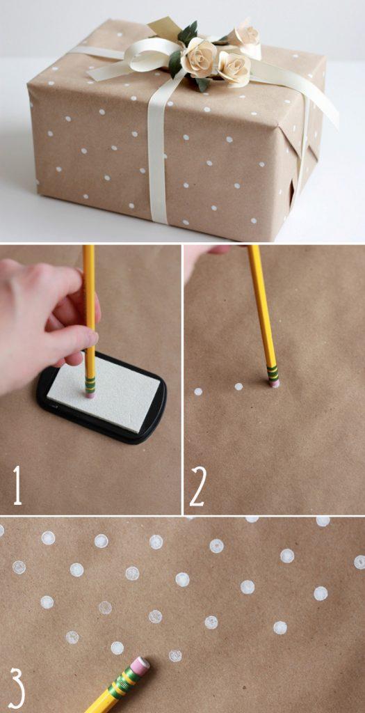 Cách tự làm giấy gói quà chấm bi