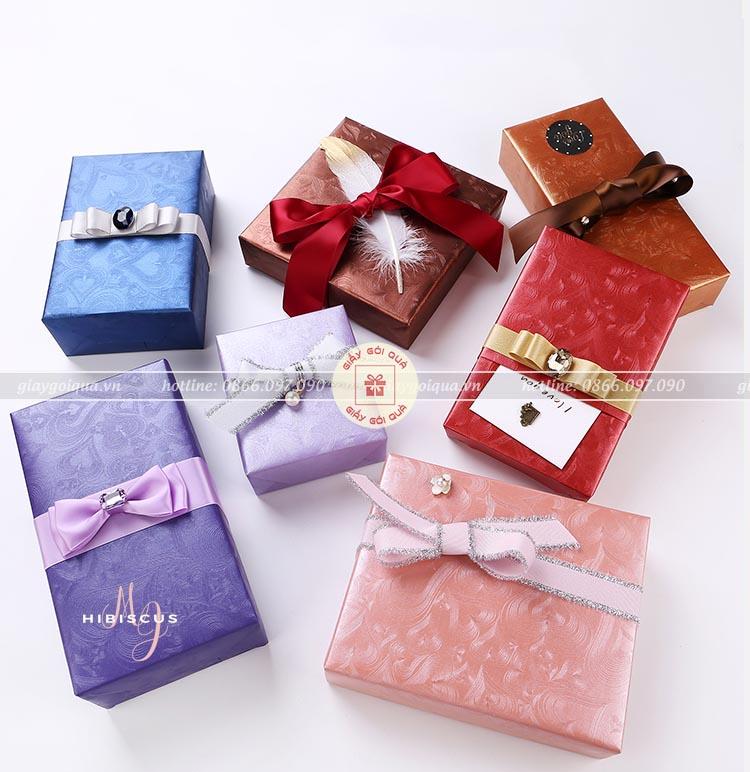 Giấy gói quà gân nổi đẹp được cho hộp quà ấn tượng