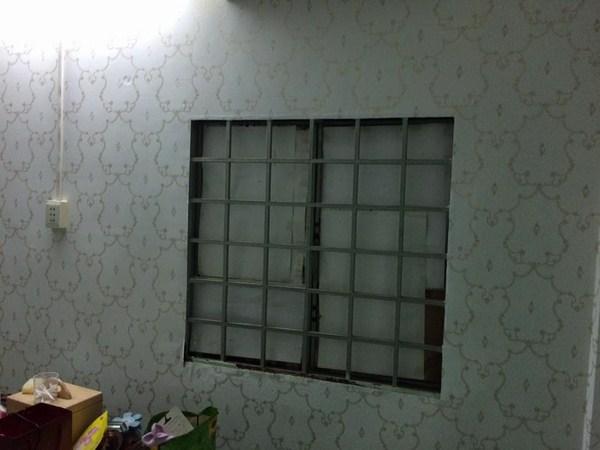 Có nên dùng giấy gói quà để dán tường hay không?