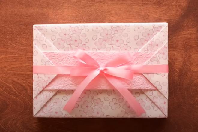 Cách gói quà CHẤT LỪ ai cũng có thể làm được ngay
